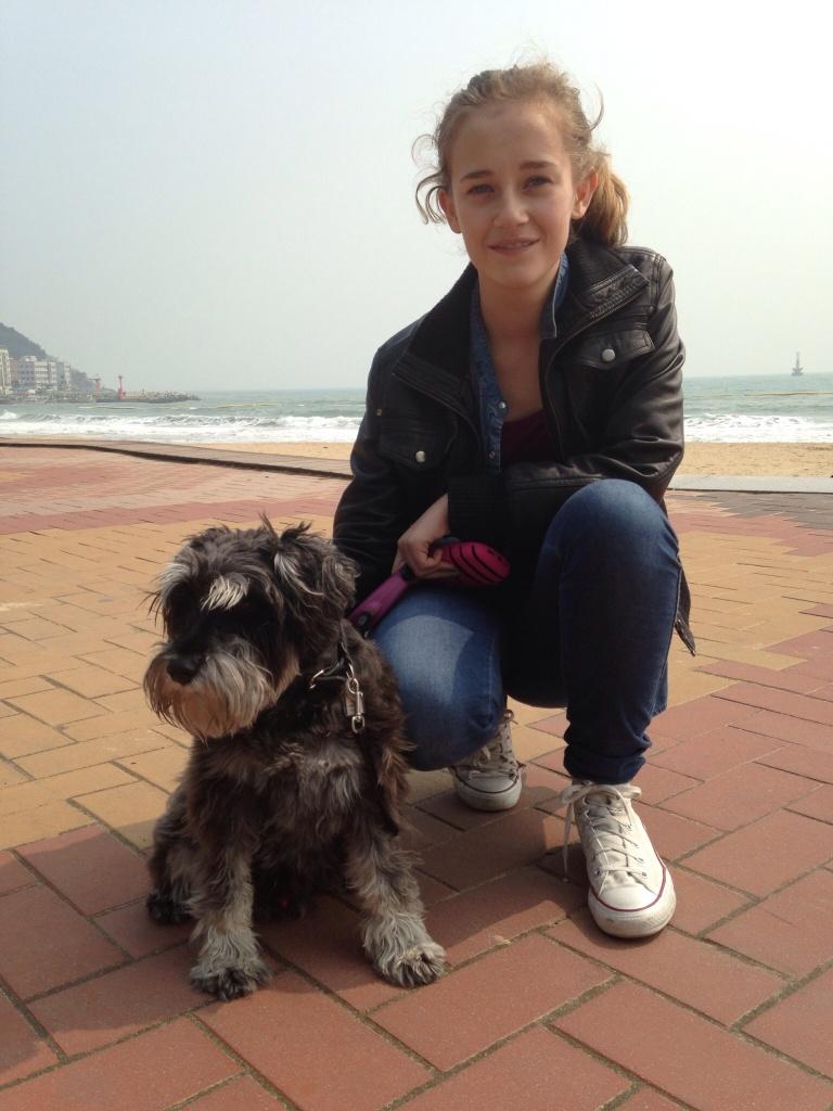 Karna & Doggie på Hyundae Beach